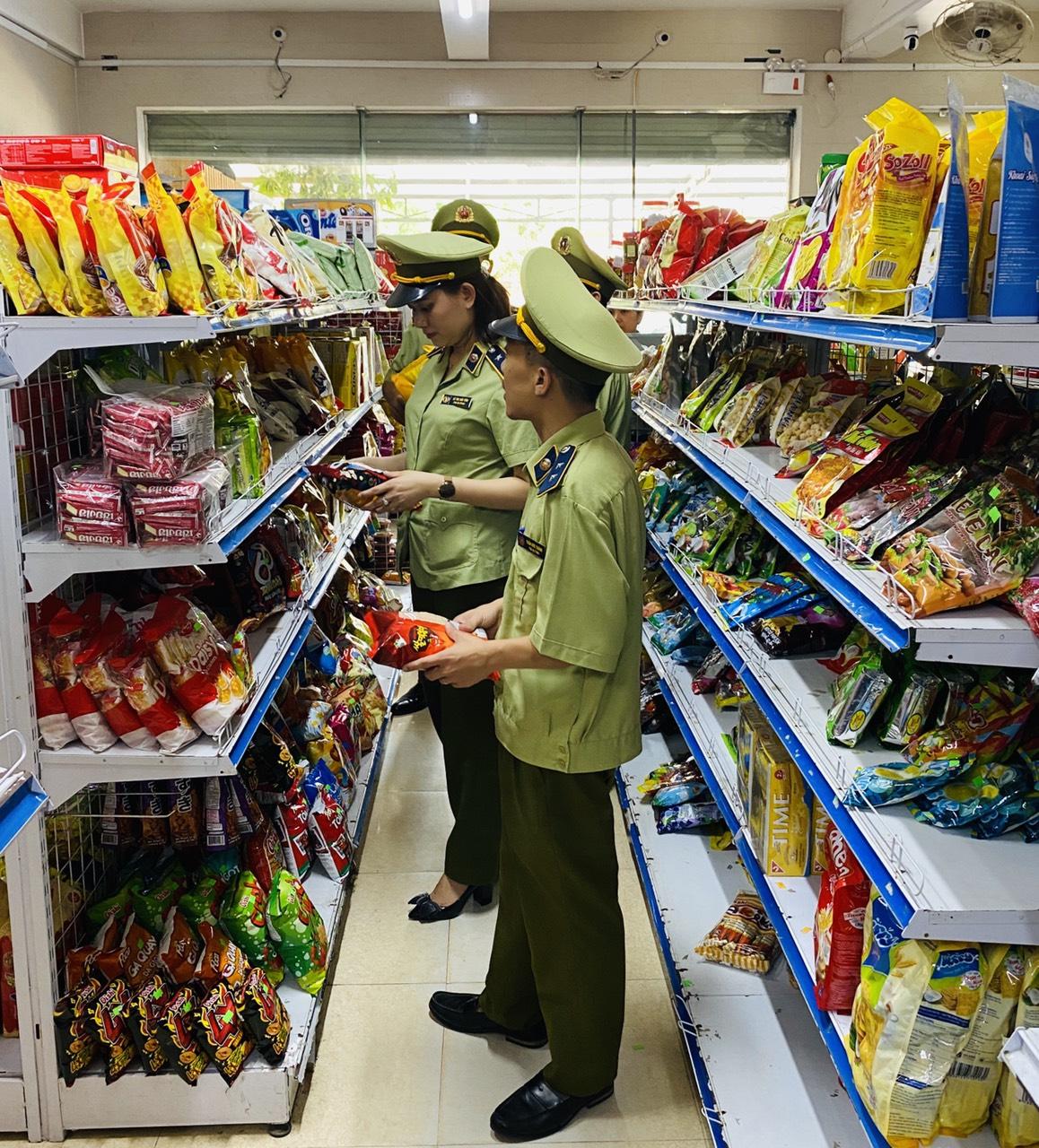 Đội QLTT số 1 tăng cường công tác kiểm tra thực phẩm trong tháng hành động Vì an toàn thực phẩm