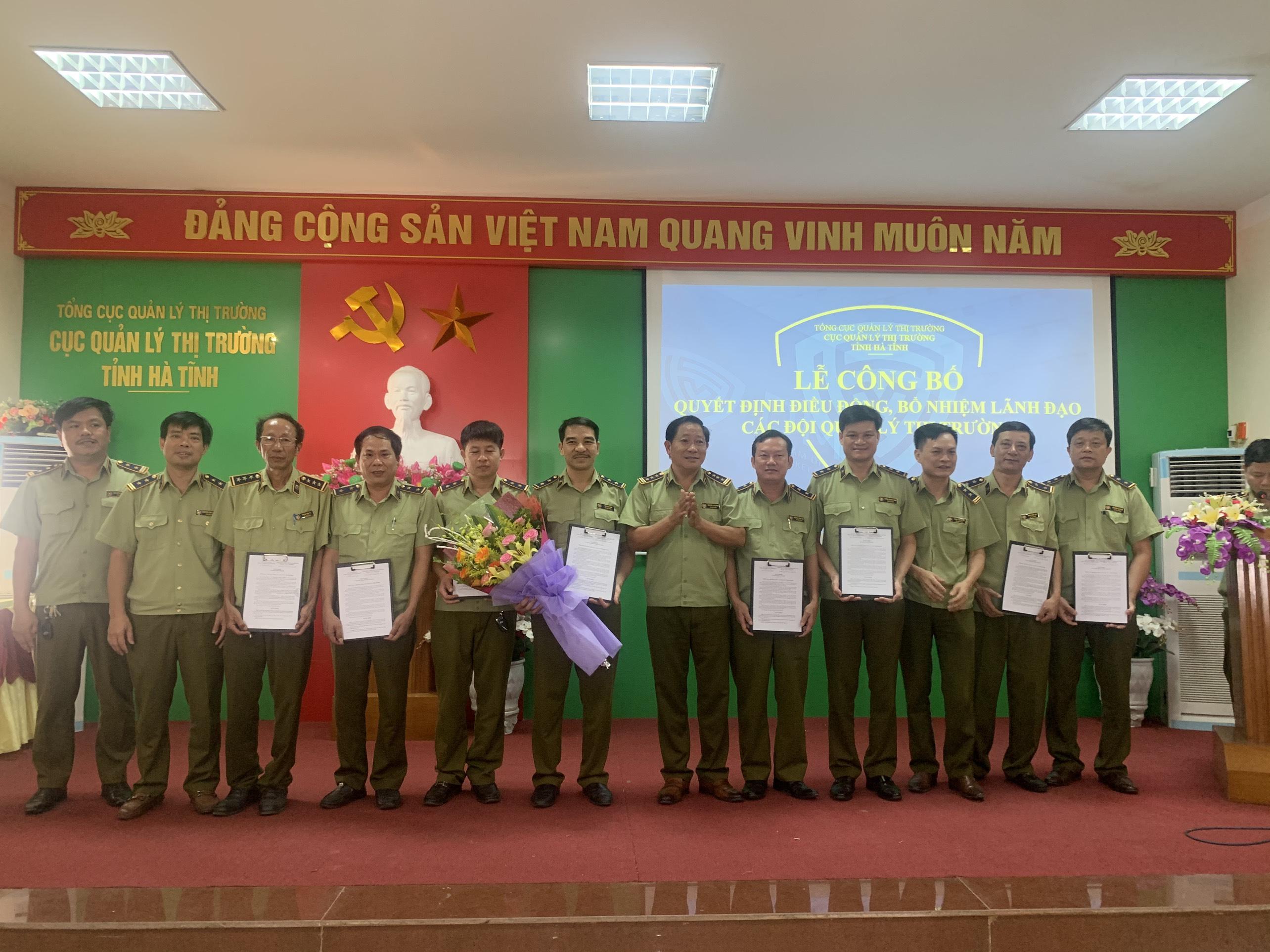 Cục QLTT tỉnh Hà Tĩnh tổ chức lễ công bố quyết định điều động, bổ nhiệm lãnh đạo một số đội và điều động một số công chức QLTT