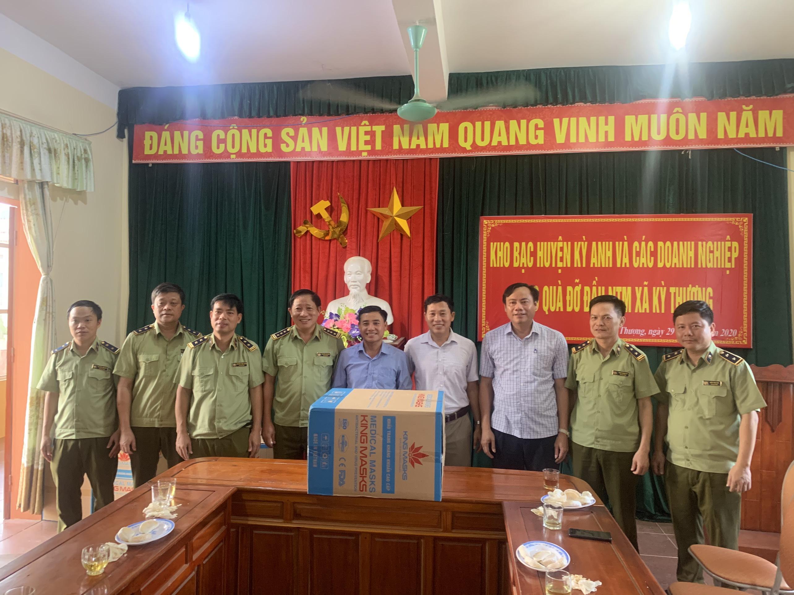 Cục QLTT tỉnh Hà Tĩnh trao quà xây dựng Nông thôn mới cho xã Kỳ Thượng