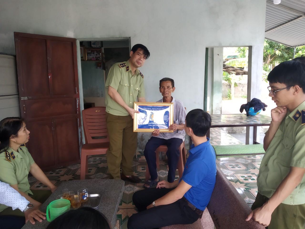 Cục QLTT tỉnh Hà Tĩnh hướng tới kỷ niệm 72 năm ngày Thương binh - Liệt sĩ (27/7/1947 - 27/7/2019)